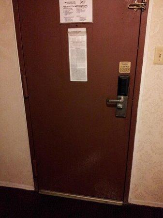 Motel 6 Elizabeth - Newark Liberty Intl Airport : undichte Zimmertür