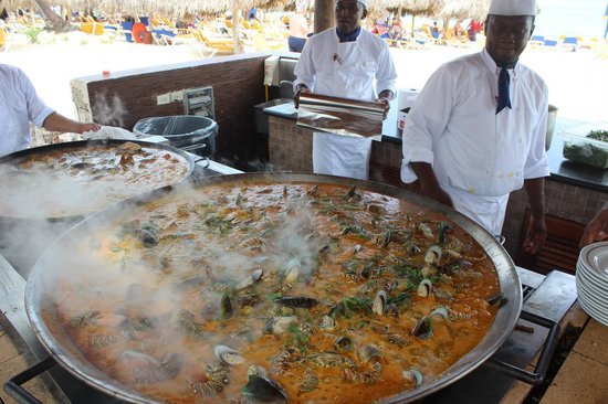 Iberostar Punta Cana: Paella feita a beira mar