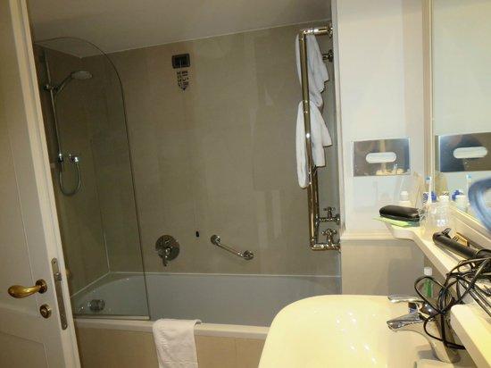 Hotel Laurus al Duomo: nice clean bathroom