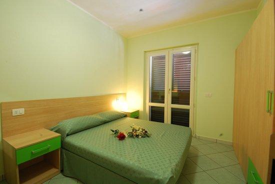Verde Cupra: camera appartamento