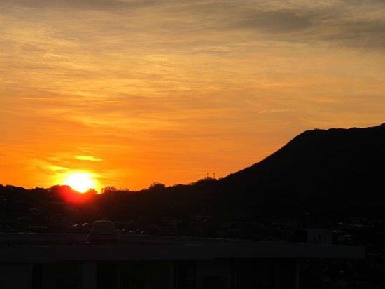 Queen Kapiolani Hotel : Vista do nascer do sol