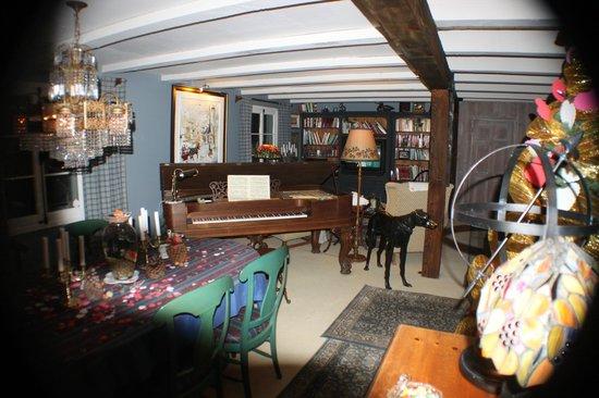 Le Petit Clocher: Sitting area