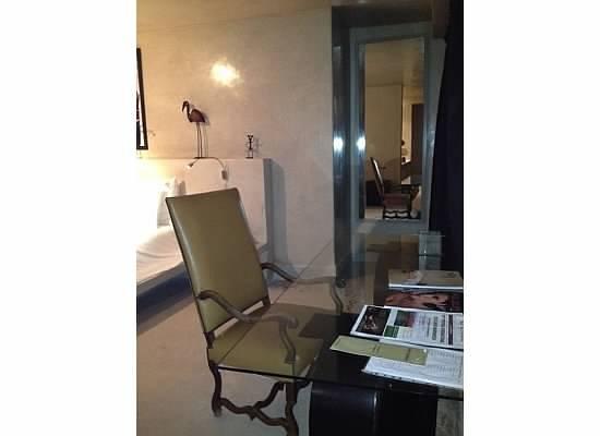 Hôtel Dar Sabra Marrakech : Huge desk in bedroom