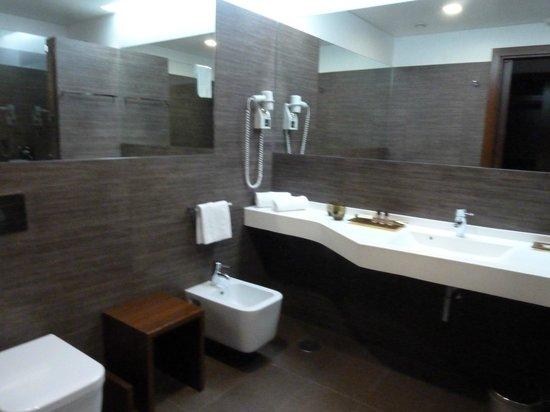 Hotel Villa Batalha: Baño