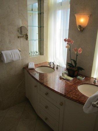 The Biltmore Hotel Miami Coral Gables: Master Bathroom
