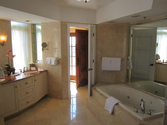 The Biltmore Hotel Miami Coral Gables: Master bath cont.