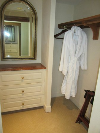 The Biltmore Hotel Miami Coral Gables: Guest closet