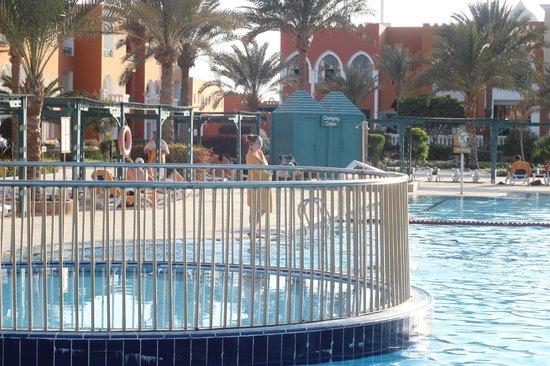 SUNRISE Garden Beach Resort -Select- : Пляж не подогреваемый