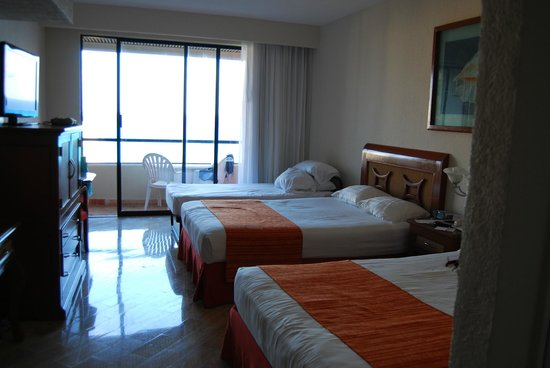 Crown Paradise Club Cancun: standard room