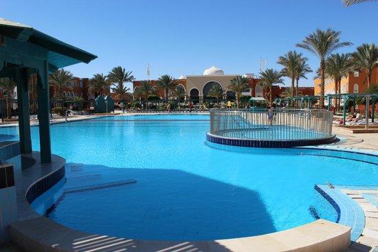 SUNRISE Garden Beach Resort -Select- : Pool and main building