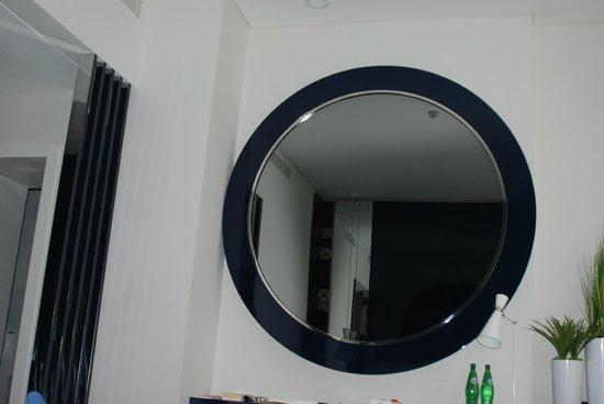 Hotel Portugal : 2 Meter-Spiegel mit integriertem Fernsehgerät