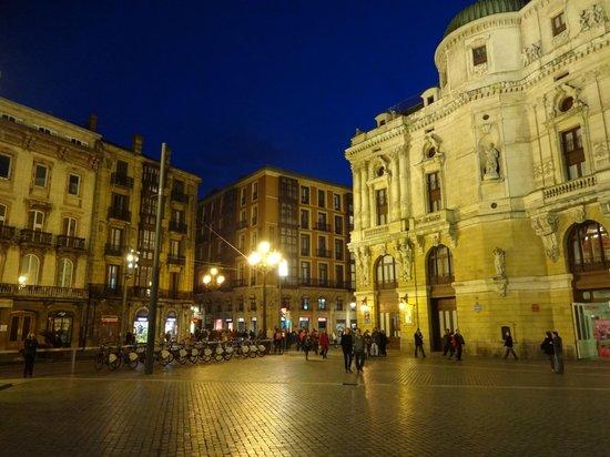 Petit Palace Arana: location