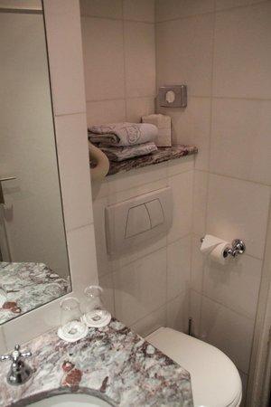 Grand Hotel de l'Univers : salle de bains