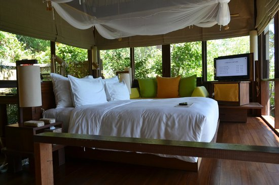 Six Senses Samui: bed with a view