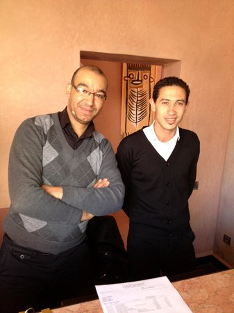 Hôtel Dar Sabra Marrakech : Day and night managers crossing shifts