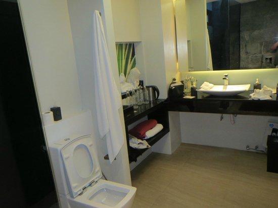 Aava Resort & Spa: Smart badeværelse