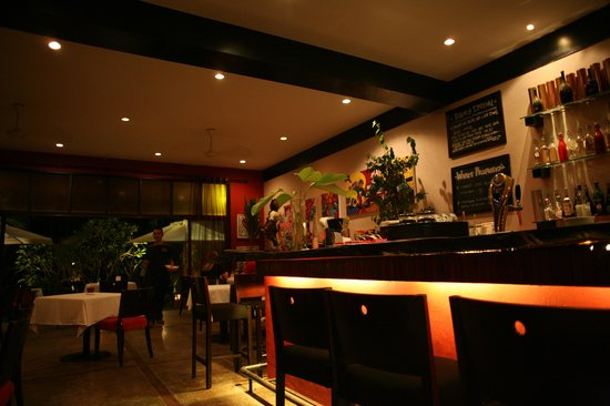 L'Osteria : the bar and inside