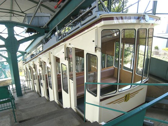 Schwebebahn: Historic carriage