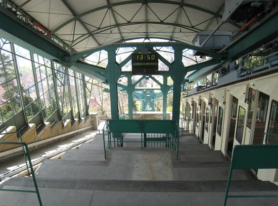 Schwebebahn: The full extent