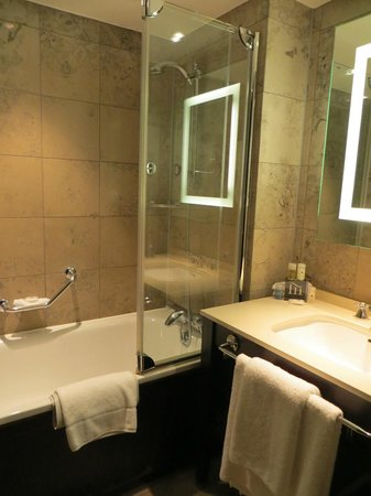 Crowne Plaza London The City: Bathroom