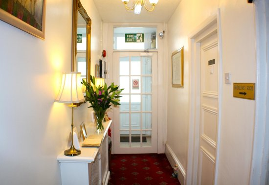 Ainsley Guest House: Entrance