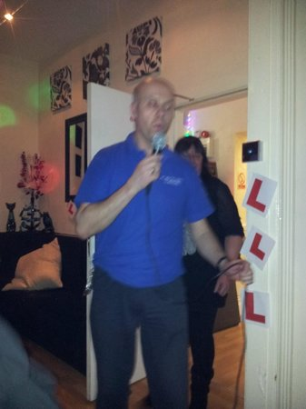 Atlantis Hotel: martin singing