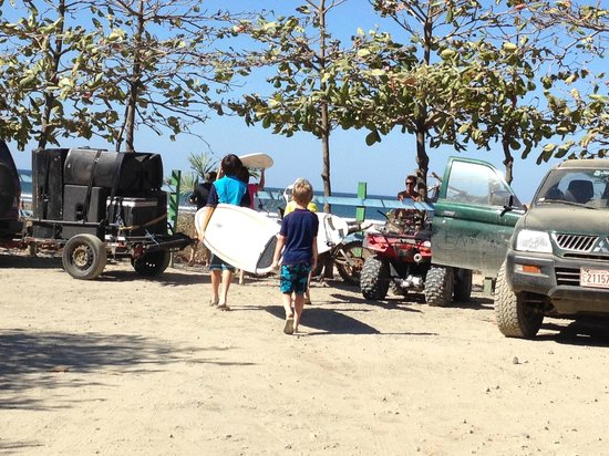 Nosara Tico Surf School : Short walk to the surf
