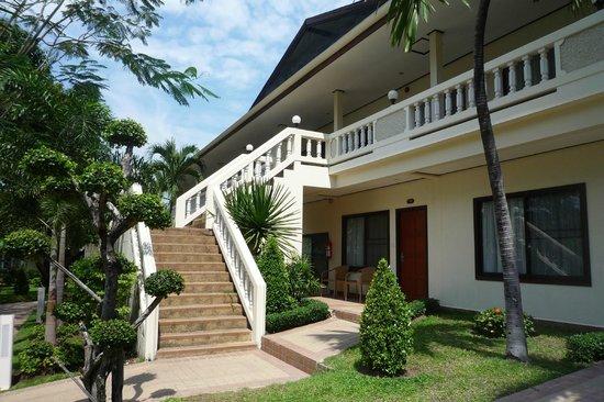 Thai Garden Resort : gebouw met kamers