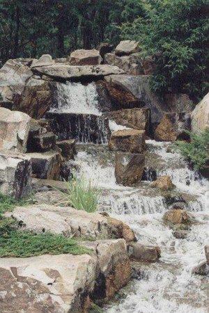 Devonian Botanic Garden: Waterfall in Japanese Garden