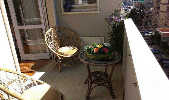 Terrazzo arredato, panoramico e soleggiato con vista sul giardino ...
