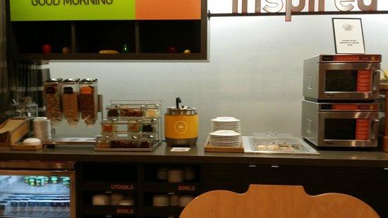 Home2 Suites Fayetteville: Breakfast Area