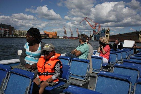 Stromma - The Paddan Tour: Пассажиры Paddan в акватории порта