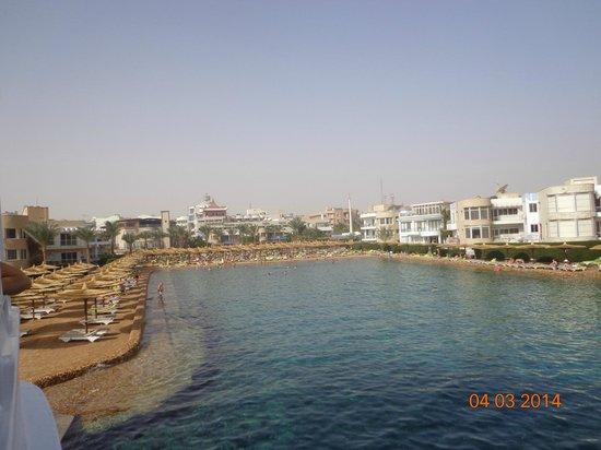 Hurghada SeaGull Beach Resort: вид на отель с моря