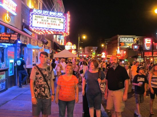 Memphis Best Tours: walking in Memphis