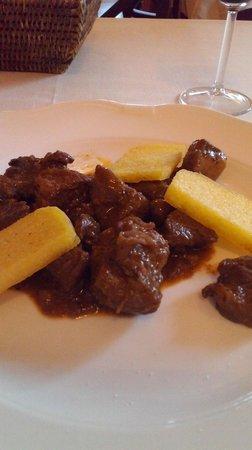 Ristorante Poldino: spezzatino di cinghiale con olive e polenta fritta