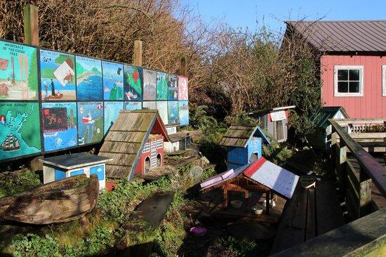 Cottages at Woods End Landing in Bamfield: Boardwalk cat habitat