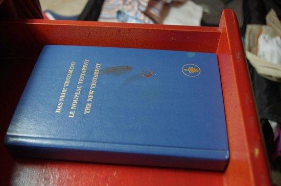 Karibea Beach Resort Gosier: la bible dans le tiroir du chevet - faut il analyser le sang lol