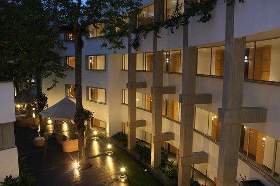 Hotel Club Campestre de Bucaramanga: Vista nocturna del Hotel