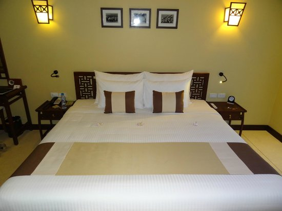 Essence Hoi An Hotel & SPA: Bed in honeymoon suite