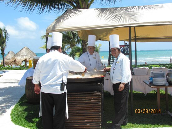 Secrets Silversands Riviera Cancun: The chefs preparing lunch at the Main pool area