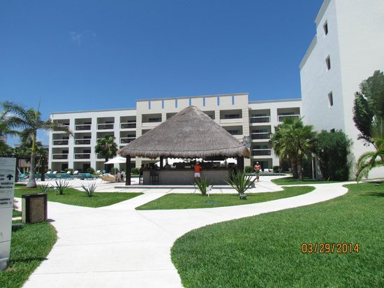 Secrets Silversands Riviera Cancun: Outdoor grill great for lunches!