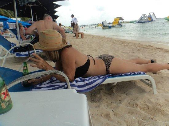 Paradise Beach: My hot girlfriend!