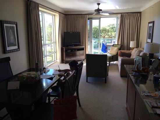 Honua Kai Resort & Spa : 2 bdrm resort view living room- lots of light and windows