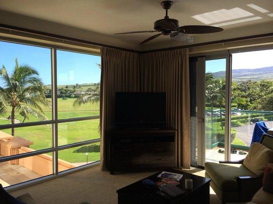 Honua Kai Resort & Spa : Living room with big open doors to Lanai- 3rd floor resort view 2 bdrm
