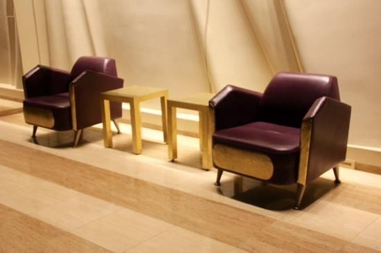 Greektown: lobby. fauteuils magnifiques