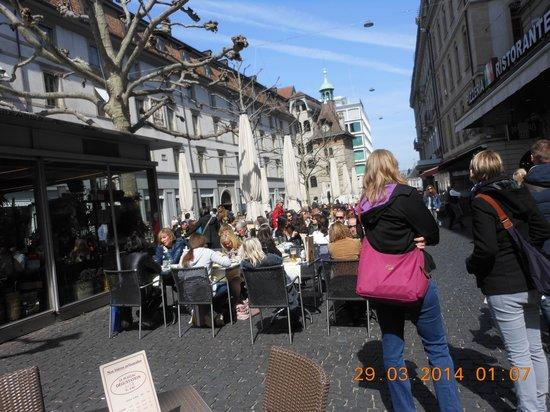 Place Bourg du Four: the square
