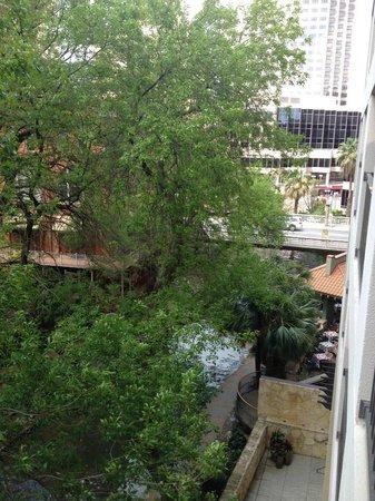 Holiday Inn Riverwalk: View looking up river