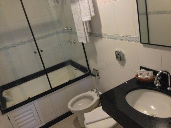 Hotel OK: Banheiro