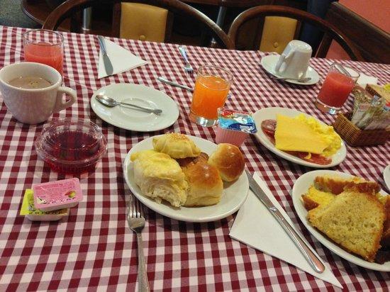 Hotel OK: Café da Manhã