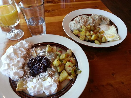 Callahan's Mountain Lodge Restaurant : Berry Crepes and Biscuits and Gravy